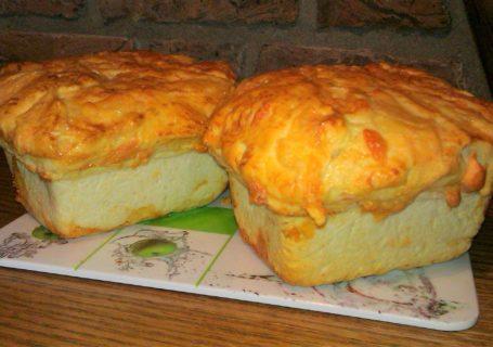 Brot mit Käsekruste