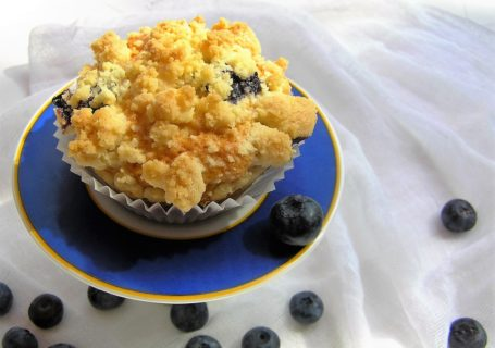 Muffins mit Blaubeeren und Streuseln
