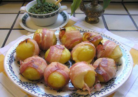 Kartoffeln im Speck-Käse-Mantel mit Bärlauchpesto