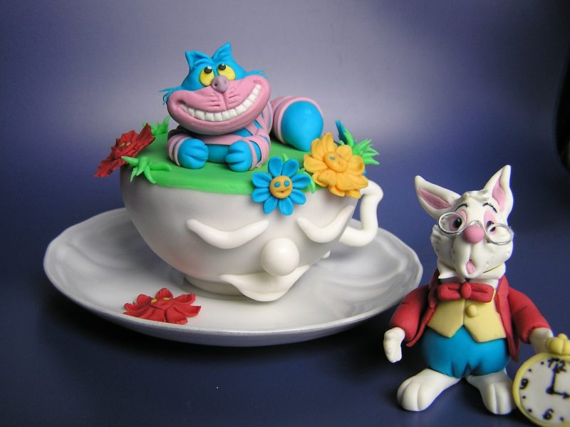 Alice im Wunderland Torte mit Fondant FIGUREN