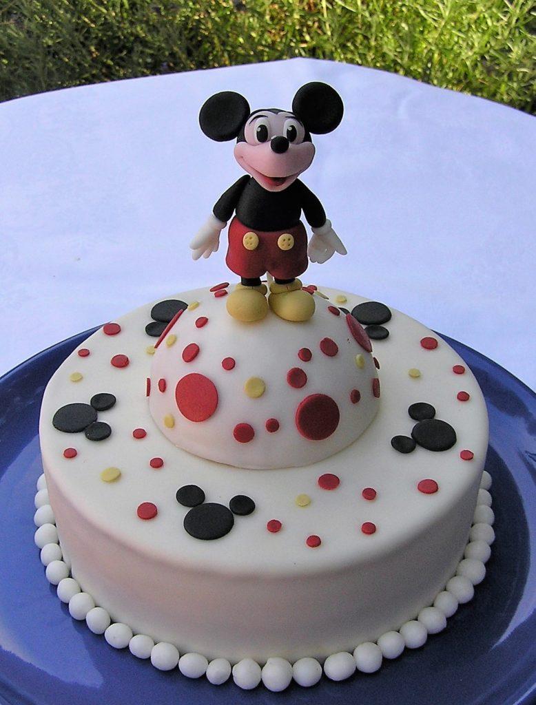 Micky Maus Torte mit Fondant Micky Maus Figur