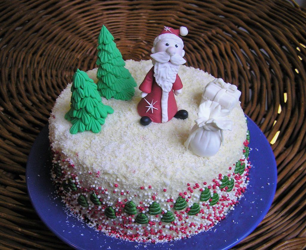 Weihnachtstorte mit Fondantfiguren