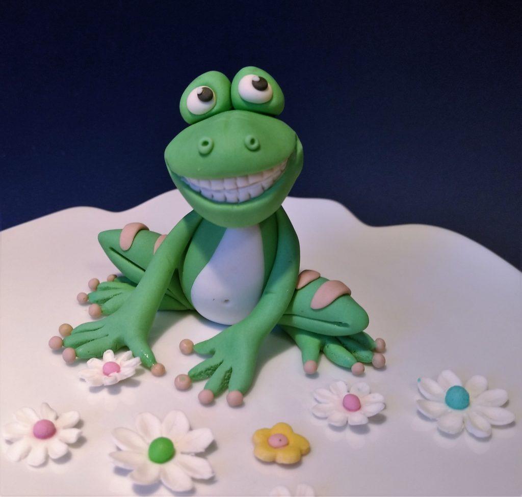 Einen kleinen Frosch aus Fondant selber modellieren