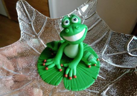 Frosch Figur aus Fondant modellieren