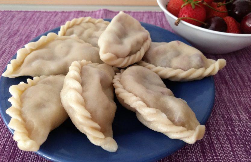 Süße Wareniki Maultaschen mit Beerenfüllung