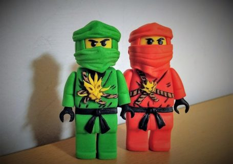 Ninja Figur aus Fondant für die Ninjago Torte