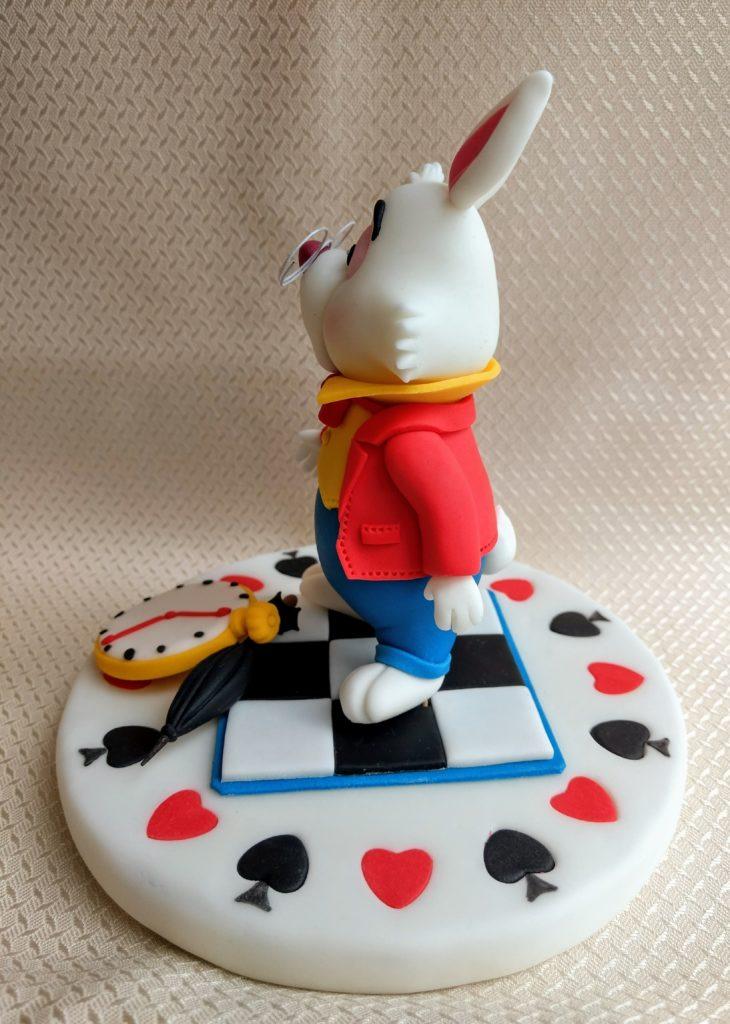 Das weiße Kaninchen Alice im Wunderland Fondantfigur links