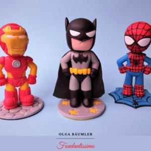 Batman, Iron Man, Spiderman als Tortenfiguren für eine Superheldentorte